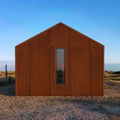 British architect Guy Hollaway used rusty steel mesh, silvery larch and grey cement fibreboard to clad this house on Dungeness beach – the only place in Britain officially classified as a desert New Zealand Architecture, Architecture Panel, Architecture Design, Drawing Architecture, Architecture Portfolio, Contemporary Architecture, Dungeness Beach, Construction, House Styles