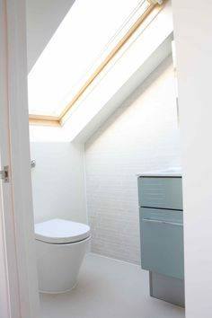 Take a look & be inspired by our London loft conversion images. View our gallery to see our variety of Loft Conversions in the capital. Loft Conversion, Shower Room, Bedroom Loft, Loft Decor, Tiny Loft, Powder Room Renovation, Loft Room, Loft Bathroom, Bathroom Design