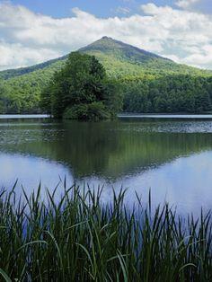 Peaks of Otter, Abbott Lake, Blue Ridge Parkway, Virginia, USA