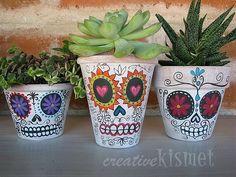 Painted flower pots for Dia de los Muertos - #crafty #diy #craftown