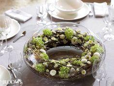 Ronde glazen schaal, berkentak, bloemetjes, eitjes