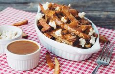 Vegan poutine is my new obsession ever since I went to Montreal. Poutine is a Canadian classic, so here is my vegan version! Homemade Gravy Recipe, Vegan Gravy, Vegan Cheese, Daiya Cheese, Cheese Curds, Stuffed Mushrooms, Stuffed Peppers, Vegan Appetizers, Appetizer Recipes