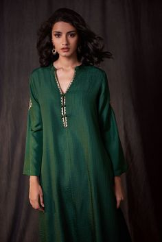 Best Trendy Outfits Part 39 Indian Attire, Indian Wear, Indian Dresses, Indian Outfits, Kurti Embroidery Design, Kurta Neck Design, Desi Wear, Indian Designer Outfits, Kurta Designs