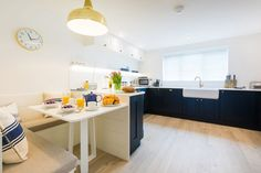 Kitchen with dining nook White Wash Walls, Home Office Layouts, Open Plan Kitchen Diner, Green Kitchen Cabinets, Cottage Renovation, Dining Nook, Coastal Decor, House Design, Interior Design
