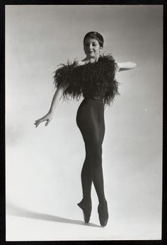 Rene [Zizi] Jeanmaire. #Ballet_beautie #sur_les_pointes *Ballet_beautie, sur les pointes !* Ballet Moves, Ballet Dancers, Zizi Jeanmaire, Dance Legend, Arts And Entertainment, Dance All Day, Ballet Beau, Cabaret, 1960s Fashion