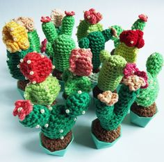 Mini Crochet cactus with 3dprinted vases