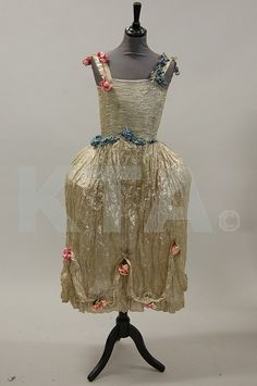 Silver lame' robe de style, early 1920s, via Kerry Taylor Auctions Archives.