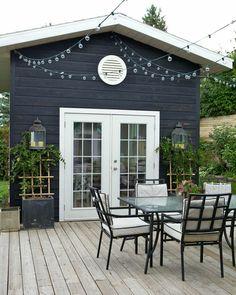 Illuminate Your Patio Area With Sun Catchers – Outdoor Patio Decor Deck Colors, House Colors, Outdoor Spaces, Outdoor Living, Outdoor Decor, House Paint Exterior, New Home Designs, Plein Air, Exterior Colors