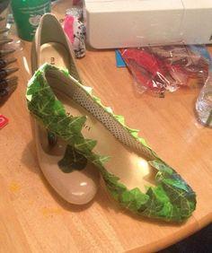 Poison Ivy cosplay shoes - would also work great as fairy shoes Poison Ivy Cosplay, Poison Ivy Costumes, Halloween Kostüm, Halloween Cosplay, Halloween Makeup, Halloween Costumes, Fairy Cosplay, Couple Halloween, Diy Costumes
