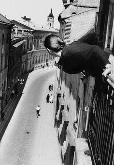 Antanas Sutkus, Marathon in the University Street, 1959
