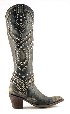 Knee high, studded perfection from @oldgringoboots