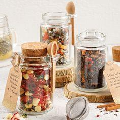 Assortiments de thés et tisane - 5 ingredients 15 minutes - sablon Diy Aromatherapy Candles, Homemade Gift Baskets, Jar Packaging, Tea Tins, Tea Jar, Cafe Food, Herbal Tea, Tea Recipes, Yummy Drinks