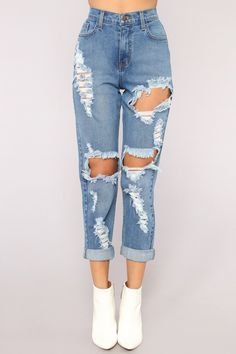 Driving Me Crazy Mom Jeans – Medium Blue Wash Winston Boyfriend Jeans – Mittelblaue Waschung Teen Fashion Outfits, Jean Outfits, Guy Outfits, Fashion Shirts, Jeans Fashion, Emo Fashion, Summer Outfits, Cute Ripped Jeans, Ripped Boyfriend Jeans Outfit