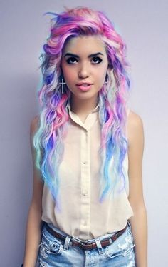 I dont really like her hair color, but she looks beautiful either way ahhhh. i want her hair style