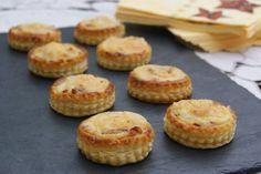 Éxito asegurado! Cocina Tartaletas de hojaldre rellenas de jamón y gambas con esta receta paso a paso y sorprende a tu familia. Recetas fáciles para cocinar rico y variado con poco dinero.