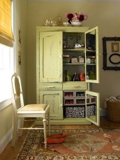Cute way to repurpose an old hutch. Like the mirrors inside the doors