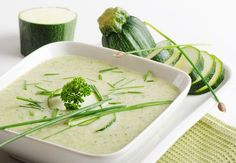 Zucchini is underestimated for its health benefits and is a fabulous summer food that's perfect for this zucchini bisque recipe. Soup Recipes, Cooking Recipes, Healthy Recipes, Recipe Master, Squash Vegetable, Zucchini Soup, Bisque Recipe, Vegetarian Soup, Daily Meals