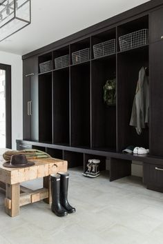 mountain mud room inspiration with dark cabinetry and open locker storage. Take a tip from studio mcgee and create a perfect mudroom space. Mudroom Laundry Room, Farmhouse Laundry Room, Laundry Room Design, Mudroom Cubbies, Mud Room Lockers, Mudroom Cabinets, Modern Laundry Rooms, Design Bathroom, Studio Mcgee