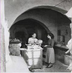 Greece Aegean Sea Bakery Shop Old Times Mykonos Grecia, Mykonos Island, Greece Pictures, Old Pictures, Old Time Photos, Old Greek, Retro Photography, Greek History, Athens Greece