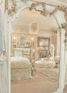 Stunning 40 Romantic Shabby Chic Bedroom Decor and Furniture Ideas #RomanticHomeDécor #shabbychicbedroomsromantic #shabbychicfurniturebedroom