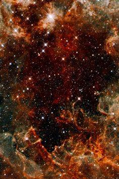Pillars of metallic dust in the Tarantula Nebula