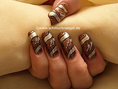 Uñas decoradas con nail art bouillons en plata - Nail Art Motivo 124 http://www.schmucknaegel.de/