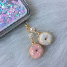 Donut phone plug polymer clay https://www.etsy.com/listing/560262427/donut-phone-plug-set-polymer-clay-charms