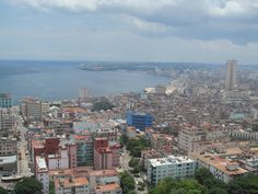 La Habana es la ciudad capital de la República de Cuba, principal puerto y centro económico-cultural. Fue fundada el 16/11/1519 por el conquistador español Diego Velázquez de Cuéllar.