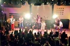 11/4の渋谷ライブ後、DUOでのJABBERLOOPライブに、しろくまダンサーズとして飛び入り。  今回は、Schroeder-Headzのシュンスケさん、TRI4THの織田くん、ジャイナのマサくんも入部。 僕だけがってん。
