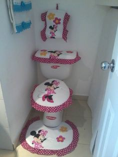 Pretty and Cute Minnie Mouse Bathroom Sets Ideas Bathroom Crafts, Bathroom Sets, Bathrooms, Minnie Mouse, Sewing Projects, Projects To Try, Wooden Animals, Seat Covers, Diy Home Decor