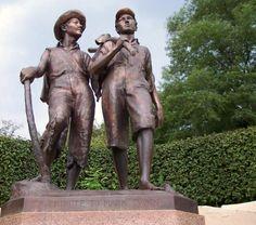 Statues of Mark Twain and Huck Finn, Hannibal, Missouri