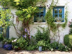 Garden patio~Image by Sietske de Graaf. https://www.instagram.com/p/BfydokNh0J_/?taken-by=ofhomeandgarden