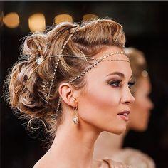 Glowing and glamorous, this bridal look is stunning. xoxo @weddingchicks PC: @strictlyweddings #hairchain #weddingchicks #glamour #weddinghair
