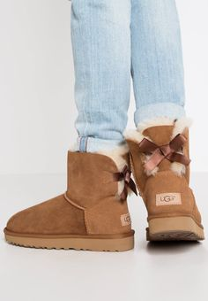 Ugg Bailey Bow Mini Boots