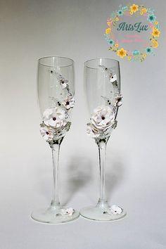 Wedding champagne glasses with Swarovski crystals - Wedding toasting flutes - Wedding favor -Personalized glasses - Wedding gift idea