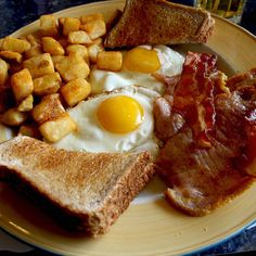 Country Breakfast - Eggs, bacon and toast