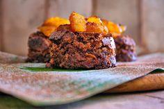 Bolo suflê de chocolate, castanhas e laranja