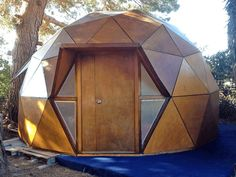 One consider silicone sealant joint and gloss acrylic sacrificial cladding: Comparison continue. Geodesic Dome Greenhouse, Geodesic Dome Homes, Yurt Home, House Cladding, Pergola Pictures, Dome House, Tiny House Cabin, Small Buildings, Cabins And Cottages
