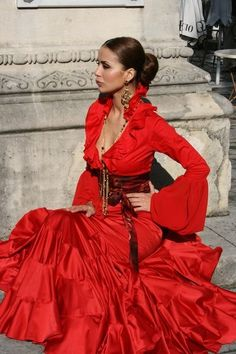 lady in red Costume Flamenco, Look Fashion, Fashion Outfits, Spanish Woman, Spanish Fashion, Frou Frou, Classy Women, Lady In Red, Nice Dresses