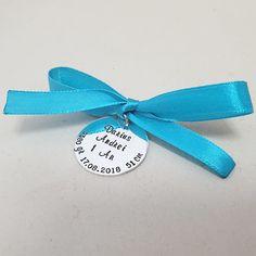Se folosește la Tăierea Moțului /Ruperea Turtei pentru a păstra amintire șuvița de par lipită cu ceara de la lumânare! La Botez, bănuțul este folosit pentru băița de a doua zi. Accessories
