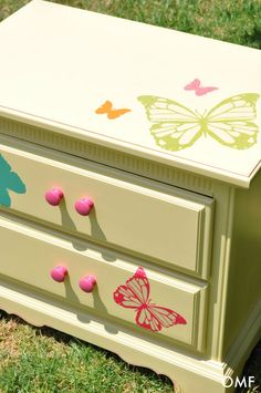 adorable nightstand makeover!