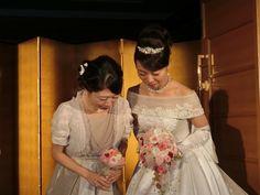 先日の帝国ホテルの花嫁様とブーケ、  ・・・・・・・・・・・・・・・・・・・ 披露宴では、新郎新婦の横で、 「かわいすぎる」「私もこんなブーケ...