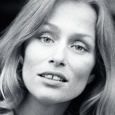 LAUREN HUTTON American model and actress Lauren Hutton is one of the first women to be celebrated in entertainment with a gap in her teeth. She's been loved for her beautiful, toothy smile since she came on the scene in the '60s.