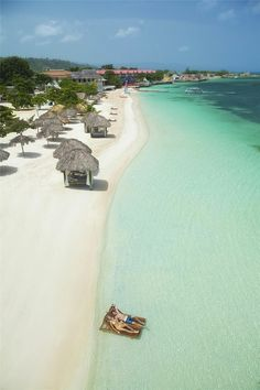 Montego Bay auf Jamaika. Traumhafter Sandstrand und geniales Ambiente.