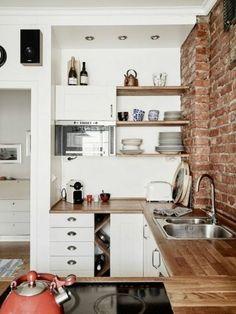 1-la-cuisine-americaine-ikea-avec-mur-de-briques-rouges-meubles-dans-la-cuisine-comment-amenager