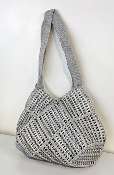 Best 12 Poligone handmade recycled pop tabs handbags with nylon and straps unlimited for storing the belonging, very quality with careful crochet from Bag Crochet, Crochet Handbags, Crochet Purses, Nylons, Pop Tab Purse, Soda Tab Crafts, Pop Can Tabs, Pipe Cleaner Crafts, Pipe Cleaners