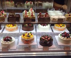 Which one is your favorite? #parisbaguette #cakes #dessert