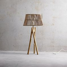Handmade lampshade in rattan. The many small rattan sticks contributes to a nice glow from the lamp. The shade measures D 40 x H 22 cm and is also available in an XL version. Use the lampshade with the lamps in black or natural-colored rattan for a new, natural look.