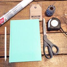 Vandaag een leuke, snelle DIY budget op Mamablogger.nl! Marmer is dé trend en jij kan je werkplek een boost geven met je eigen notitieboekjes met marmer print! http://mamablogger.nl/diy-budget-snelle-marmer-notitieboekjes/