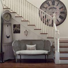 Винтажные интерьеры напоминают обстановку кукольных домиков или королевских дворцов. http://qoo.by/qOo